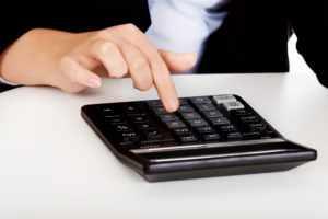 Что выгоднее при досрочном погашении кредита — сократить срок или уменьшить платеж?