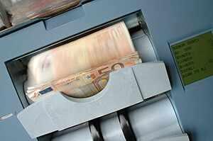 Сколько денег в мире